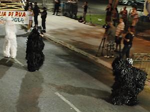 Murilo (à direita) mostrou animação durante desfile da Urso Gavião (Foto: Krystine Carneiro/G1)