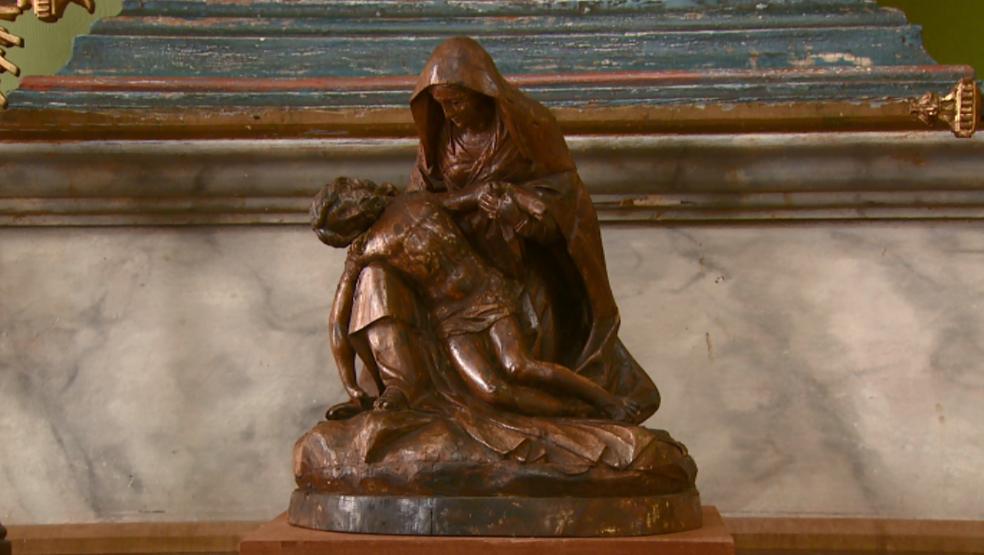 A obra datada de 1731, Pietá de 'Virgem Maria com Cristo Morto no Colo'  (Foto: Eder Ribeiro/ EPTV)