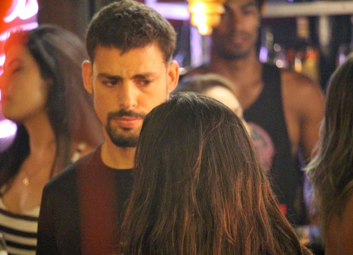 Juliano fica surpreso com a presença de Tóia (Foto: Fabio Rosso/ Gshow)