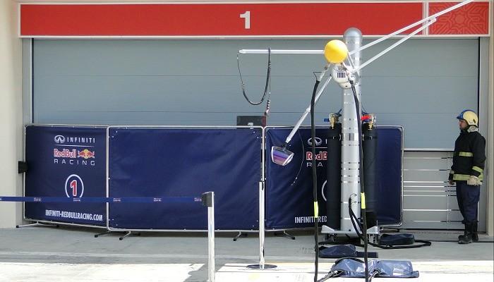 Boxes da RBR fechados após os problemas com Sebastian Vettel pela manhã