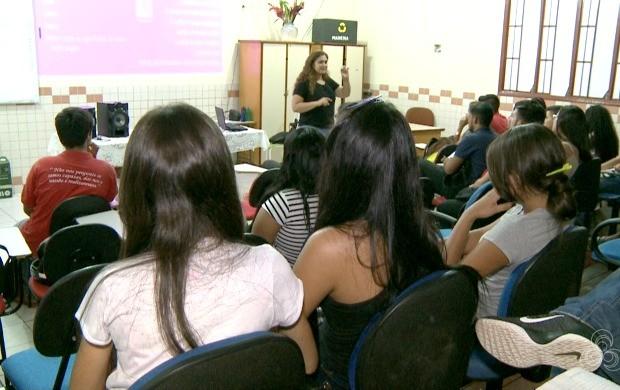 Turma com mais de 40 estudantes participam das aulas três vezes por semana (Foto: Acre TV)