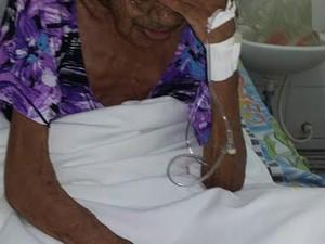 Vítima foi encontrada debilitada pelos policiais (Foto: Polícia Militar/Divulgação)
