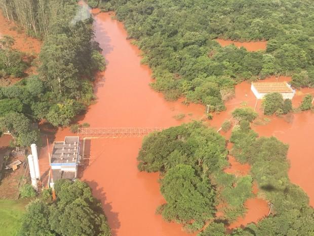 Estação de captação de água em Maringá foi inundada após cheia do Rio Pirapó (Foto: Divulgação/ Sanepar)