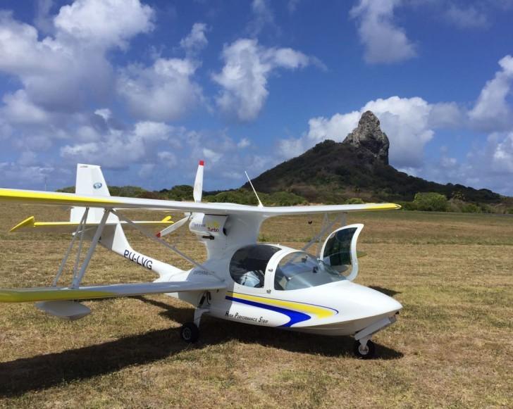 Avião pequeno Noronha