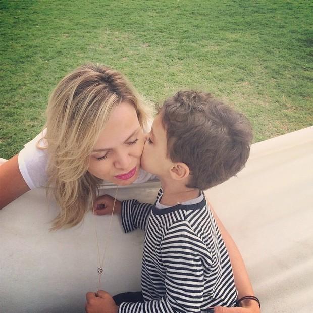 Eliana e filho (Foto: Reprodução do Instagram)