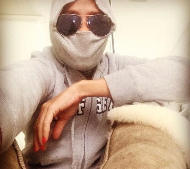 Adriane Galisteu some no inverno com seu casaco (Foto: Reprodução/Instagram)