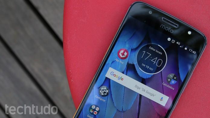 Moto G5S tem tela de 5,2 polegadas com tecnologia IPS (Foto: Ana Marques/TechTudo)