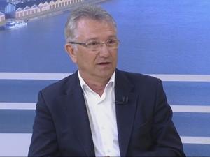 Luiz Carlos Busato (PTB) concedeu entrevista ao Jornal do Almoço  (Foto: Reprodução/RBS TV)