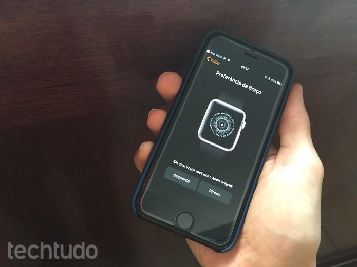 Defina a preferência de braço e compartilhe os dados dos apps do iPhone compatíveis com o relógio  (Foto: Victor Teixeira/TechTudo)