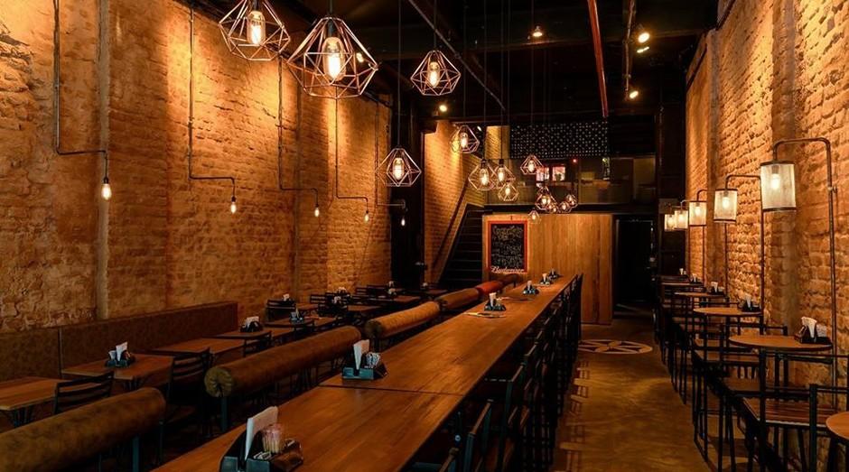 Coordenadas Bar, em Botafogo: localização foi decisiva na escolha de imóvel antigo (Foto: Divulgação)