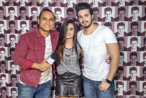 Fã venceu a promoção do Villa Mix e conceu o ídolo Luan Santana (Foto: Divulgação / TV Sergipe)