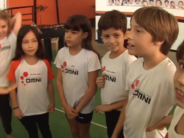Crianças se preparam para concurso Jornalista Mirim em Goiânia (Foto: Reprodução/TV Anhanguera)