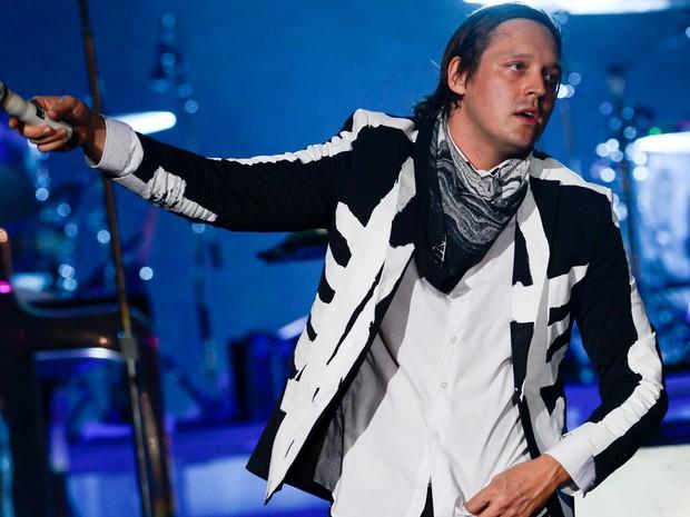 G1 - Arcade Fire encerra Lolla com show grandioso e cita