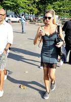 Fernanda Lima vai ao Fashion Rio para lançar uniformes da Copa