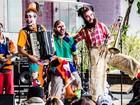 Espetáculo 'Super Tosco' tem 'confusões' e 'farras' circenses