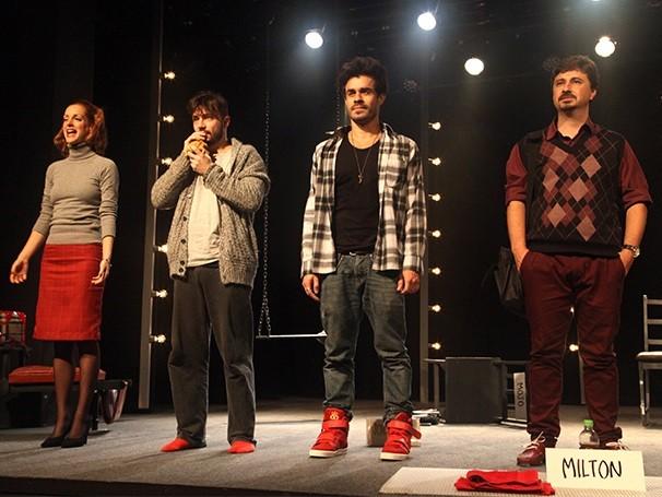 Espetáculo conta com sete monólogos em que são contadas histórias pessoais (Foto: Divulgação)