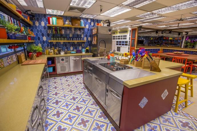 É muito estilo pra uma cozinha só! Olha a mistura de estilos nesse ambiente! (Foto: Artur Meninea)