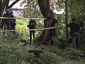 Corpo foi encontrado em matagal (Foto: Reprodução/RPC)