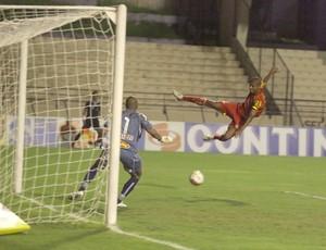 Tiago Marques, do Atlético Sorocaba, contra Mirassol (Foto: Assis Cavalcante / Agência Bom Dia)