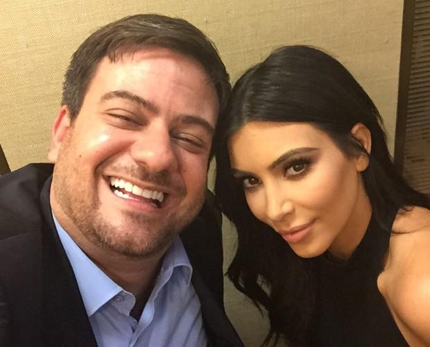 Bruno Astuto faz uma 'selfie' com Kim Kardashian (Foto: Arquivo Pessoal)