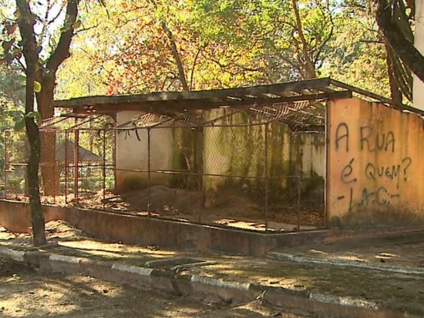 Parque em São Simão, SP, virou alvo de vandalismo (Foto: Ronaldo Gomes/EPTV)