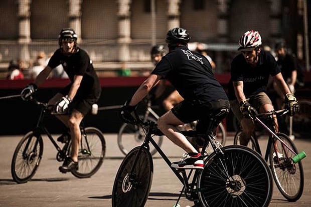 To celebrate the 92nd edition of PItti Uomo, the Piazza Santa Maria Novella in Florence hosted the Bike Polo Tournament with eight teams representing France, Germany, Hong Kong, Italy, Japan, the UK and the USA. Each team of three debuted the low-top Christian Louboutin sneaker, Aurélien. (Foto: PITTI IMMAGINE)