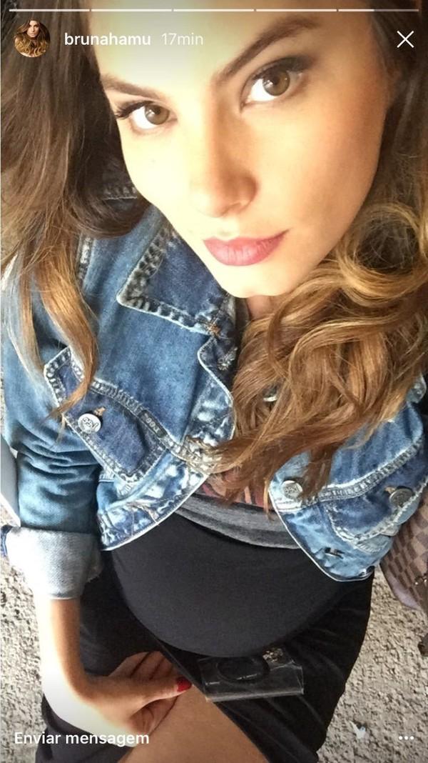 Bruna Hamú comemora 7º mês de sua gestação com look estiloso