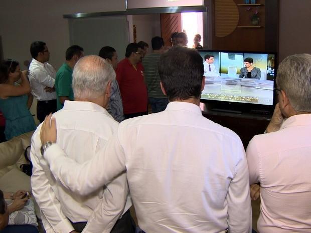 Membros do PSD se reuniram, em Manaus, para acompanhar notícias sobre morte (Foto: Reprodução/TV Amazonas)