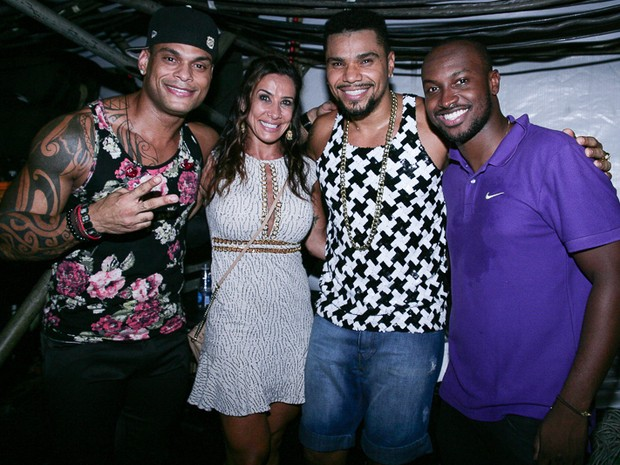 Tony Salles, Scheila Carvalho, Naldo e Thiaguinho em show em Salvador, na Bahia (Foto: Raphael Castello/ Ag. News)