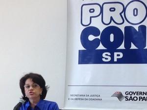 Diretora do Procon em anúncio de acordo (Foto: Márcio Pinho/ G1)