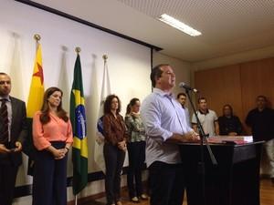 Governador reeleito Tião Viana anunciou novos secretários na manhã desta segunda-feira (Foto: Caio Fulgêncio/G1)