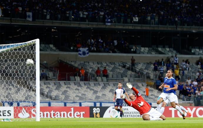 Fabio gol, Cruzeiro x San Lorenzo (Foto: Reuters)