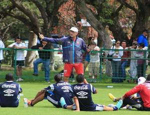 Técnico Bauza orienta treino da LDU em Quito (Foto: Divulgação/LDU)