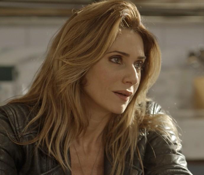 Lenita admite que teme volta de Loretta (Foto: TV Globo)
