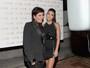 Kris Jenner usa transparência e deixa sutiã à mostra nos EUA