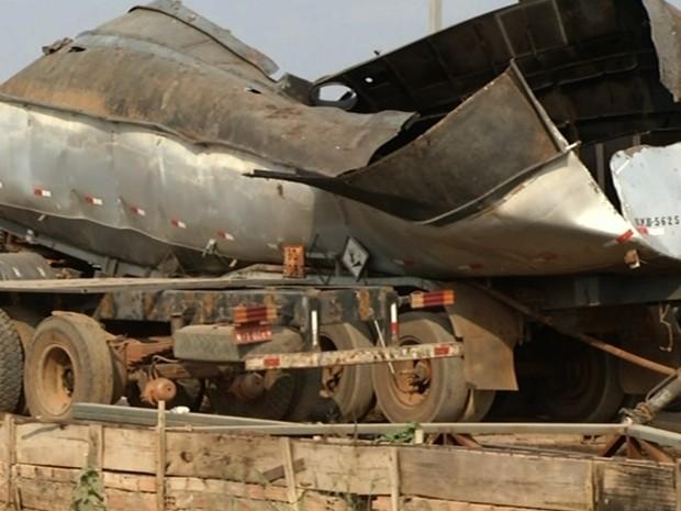 Caminhão-tanque explode, mata um homem e deixa outro ferido, em Goiás (Foto: Reprodução/TV Anhanguera)