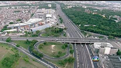 Trânsito segue tranquilo nas saídas 4 e 5 da Linha Amarela e na Avenida Brasil