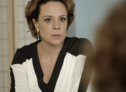 Ana fica chocada ao ouvir notícia sobre a gravidez de Ciça