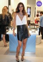 Look do dia: Fernanda Motta mostra como usar decote e fenda com estilo