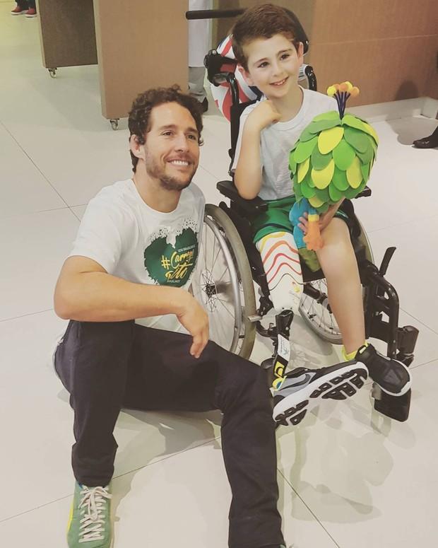 Flavio Canto e garoto chamado Rio (Foto: Reprodução/Instagram)