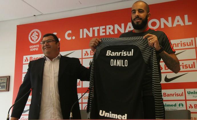 Carlos Pellegrini Danilo Fernandes Inter (Foto: Tomás Hammes / GloboEsporte.com)
