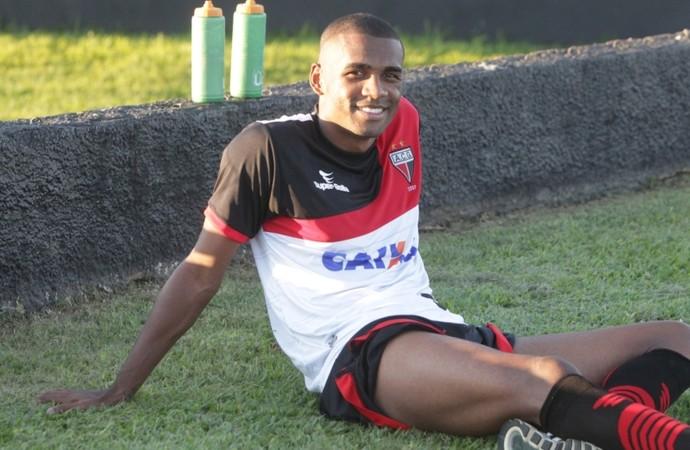 Marllon - zagueiro Atlético-GO (Foto: Sebastião Nogueira - O Popular)