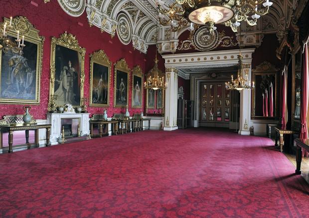 Uma das muitas salas de estar do Buckingham Palace (Foto: Getty Images)