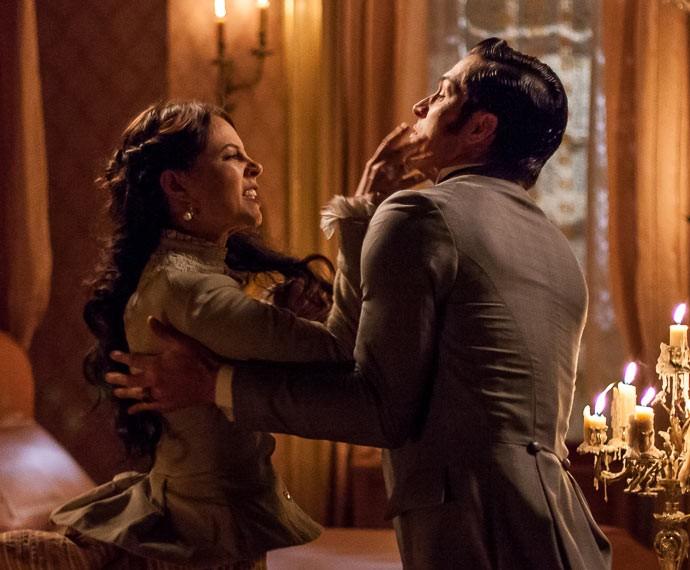 Melissa não segura a raiva e parte para cima de Roberto (Foto: Artur Meninea/Gshow)