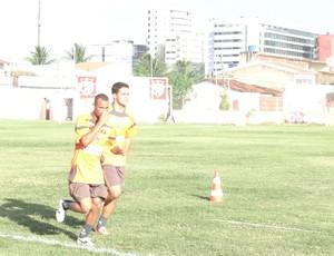 Paulo Sérgio e Bryan/CRB (Foto: Denison Roma)