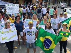 Moradores foram para ruas em Barra do Piraí (Foto: Arquivo Pessoal/Suely Cople)
