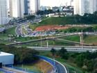 Acesso de veículos a estacionamento de shopping afeta Rótula do Abacaxi