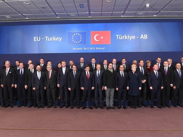 Chefes de estado reunidos em Bruxelas para discutir questão dos refugiados na Turquia (Foto: Emmanuel Dunand / AFP)