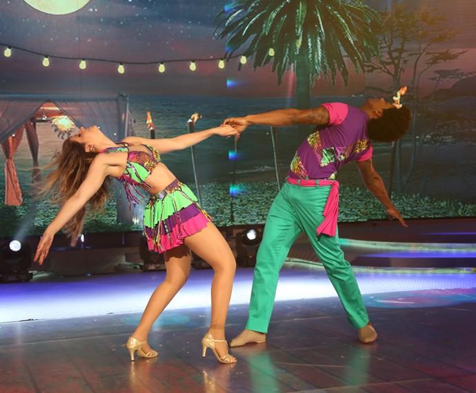 Mariana Santos arrasa em coreografia de lambada (Foto: Carol Caminha / Gshow)
