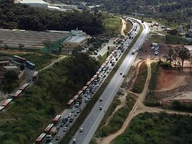 BR-040 tem trânsito após manifestação (Foto: Reprodução/TV Globo)